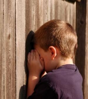 Jouez à cache cache pour traiter l'angoisse de séparation